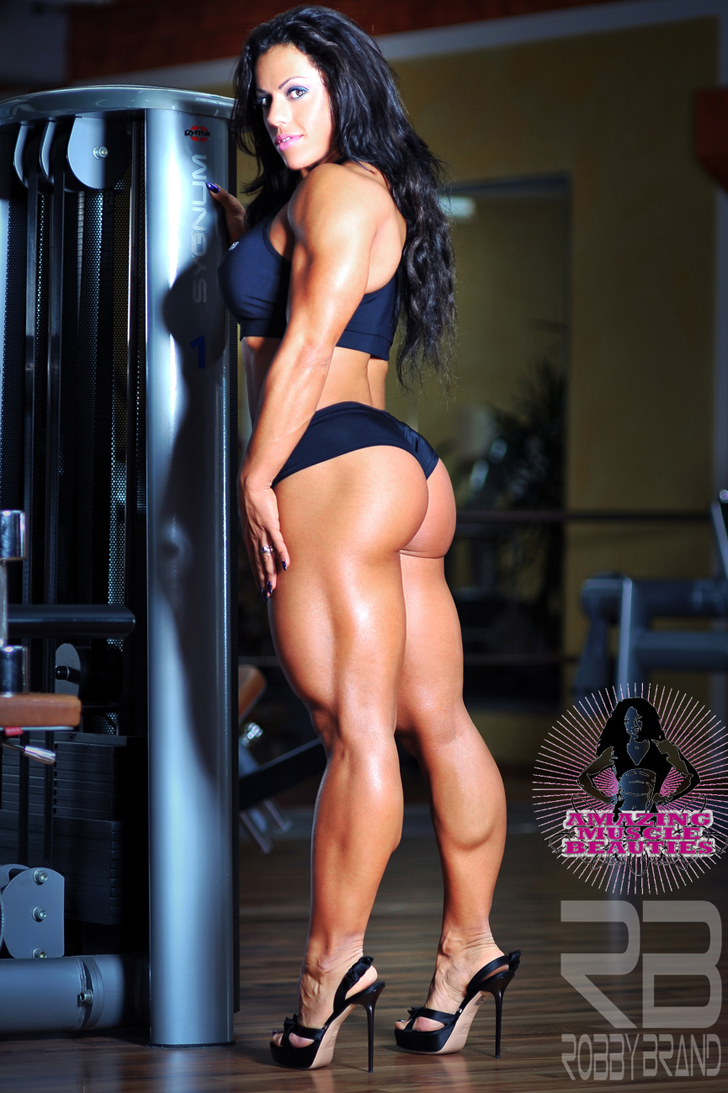 Mavi Gioia Posing Her Amazing Butt And Muscular Legs