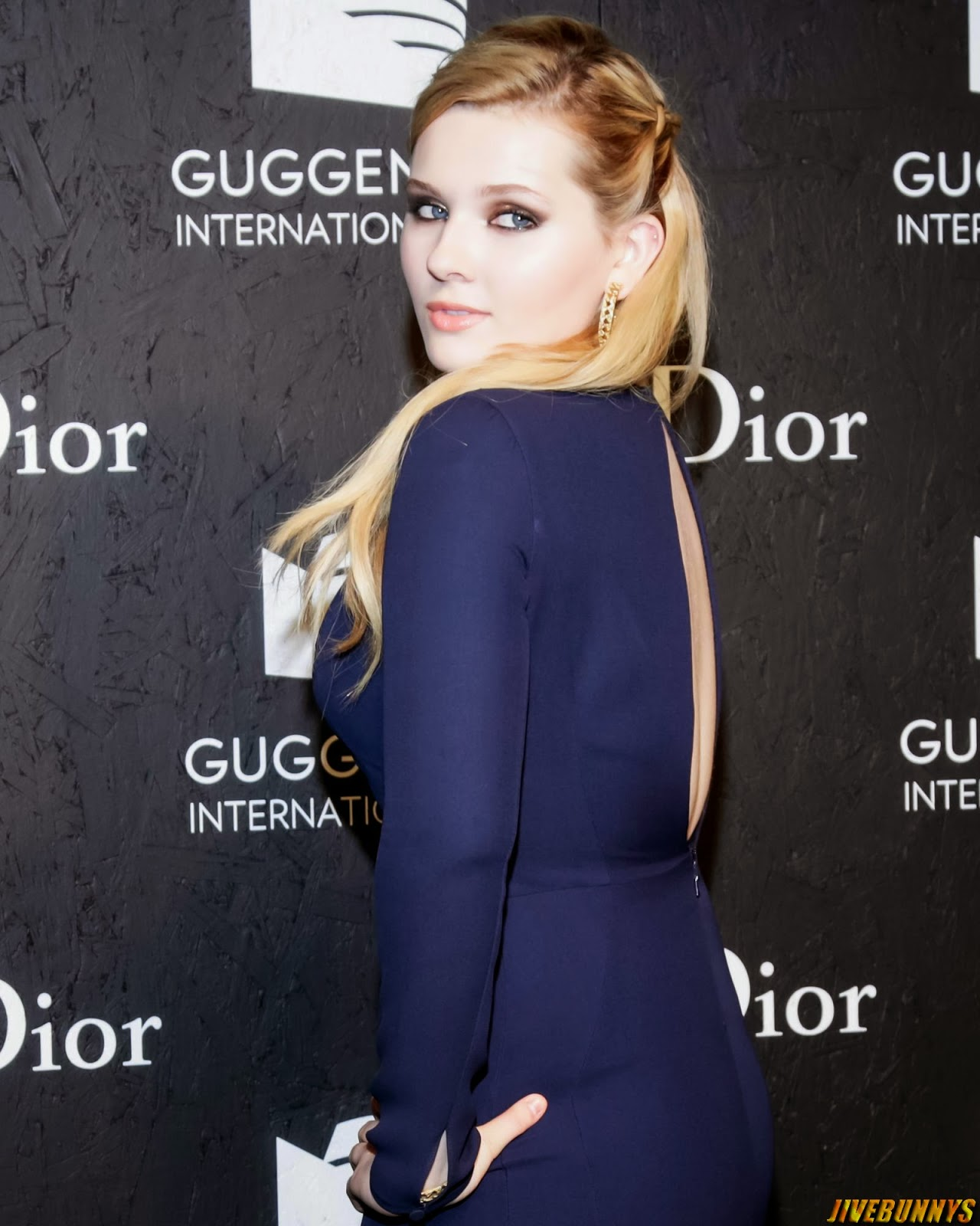Gorgeous Abigail breslin at award ceremony blue gown