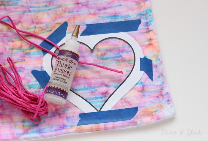 Paracord and fabric glue can create a fun pillow embellishment.  pitterandglink.com