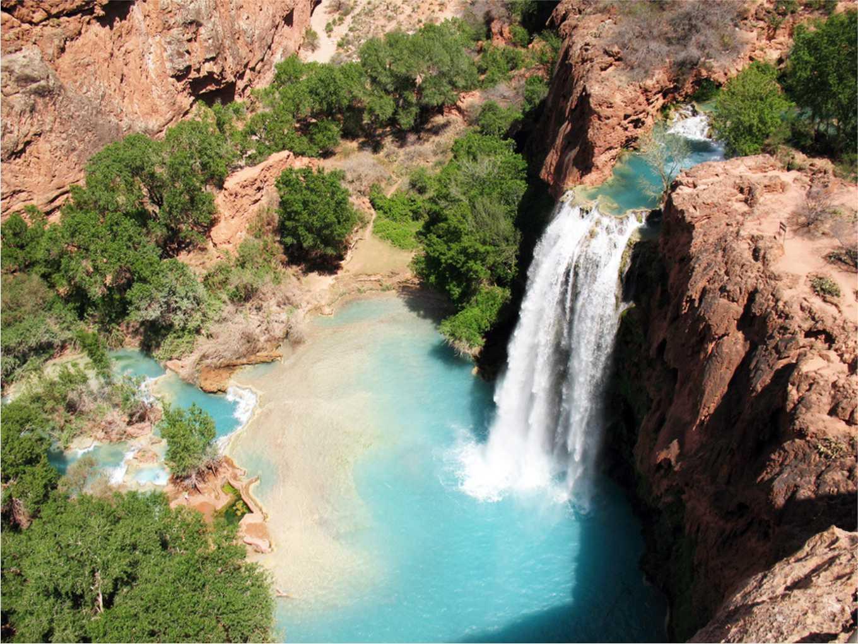 cachoeira dentro da Reserva Havasupai