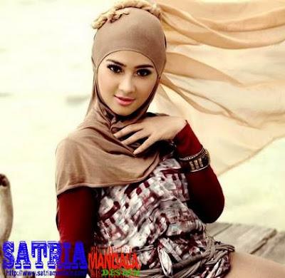 Nina Septiani Wanita Berjilbab Tercantik di Indonesia