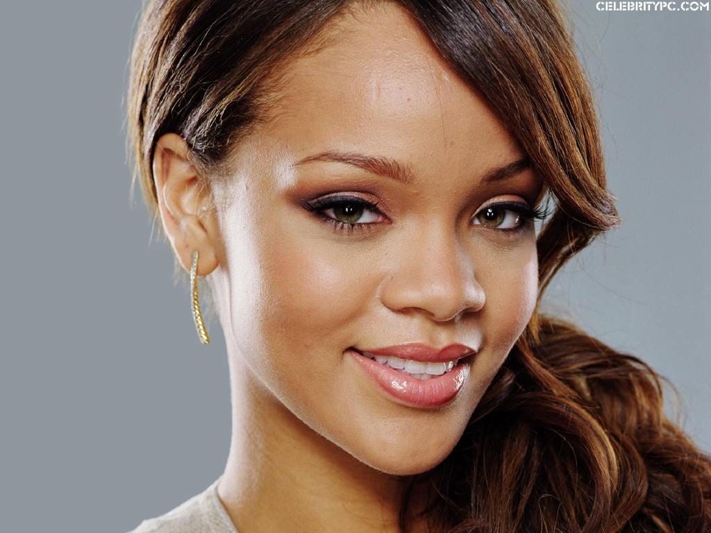 http://2.bp.blogspot.com/-Gkj8VFuugig/T3PqdiqO9wI/AAAAAAAABLE/aAt2oRh3eWE/s1600/Rihanna-visits-Ashton-Kutcher-home.jpg