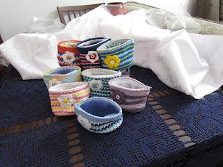 Porta-treco, porta-moedas em crochê colorido
