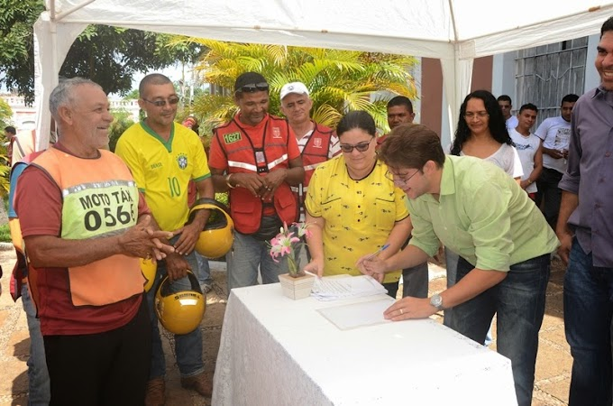 Prefeito assina decreto que padroniza serviço de mototaxi no município de Caxias