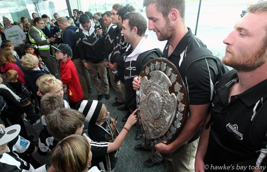 Holding shield: Mark Abbott, Hawke's Bay Magpies rugby team, returning to Hawke's Bay Airport, Napier, with the Ranfurly Shield, after beating Otago 20-19 in Dunedin on Sunday. photograph