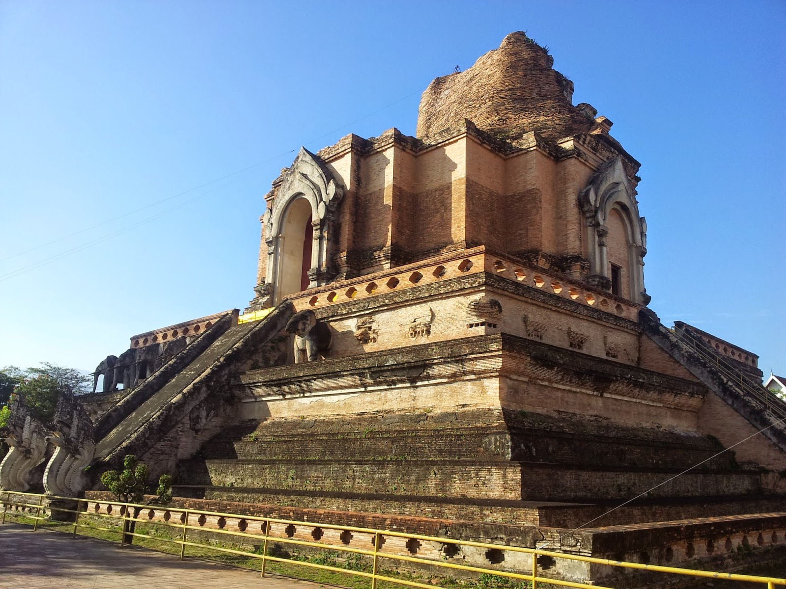 Wat Chedi Luang Entrance Fee Wat Chedi Luang Another Area