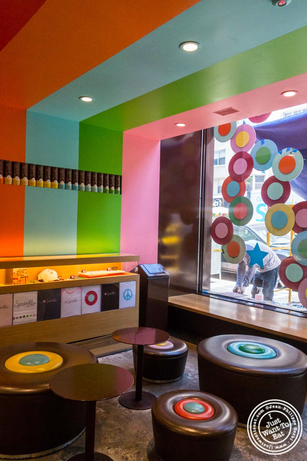 image of Decor at Sprinkles Cupcakes in New York, NY