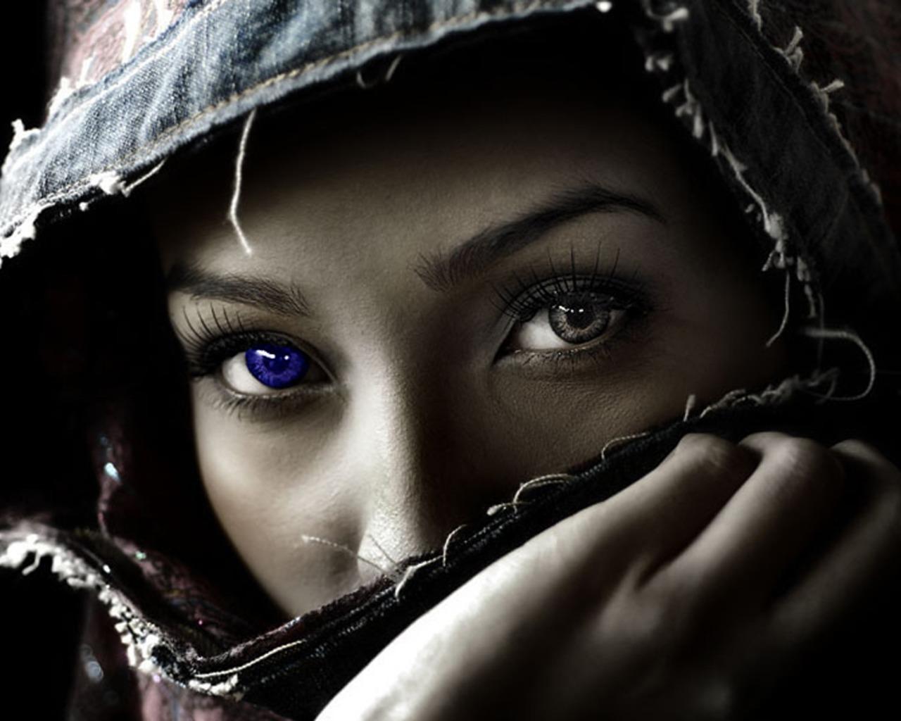 http://2.bp.blogspot.com/-GlzSbULQvsk/Tgd8xKCCQVI/AAAAAAAACG8/W7jSZoUQICA/s1600/rapariga-com-olho-azul-imagens-imagem-de-fundo-wallpaper-para-pc-computador-tela-gratis-ambiente-de-trabalho.jpg