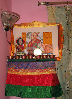 how to set up a buddhist shrine at home