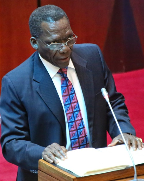 Waziri Mkuu, Mizengo Pinda akihutubia Bungeni siku ya Jumanne, Mei 12, 2015