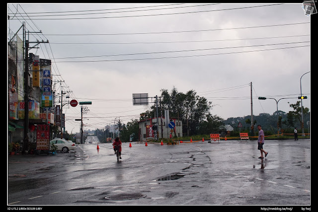 2013-07-13 蘇利颱風侵襲南投 老經驗了!這裡一直都在淹,下面兩座加油沾都倒閉了!我記得5年前整治坐前面的橋呀,不過完全沒甚麼用