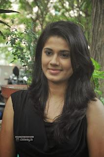 Actress-Hudasha-Stills-at-Sandhithathum-Sindhithathum-Press-Meet