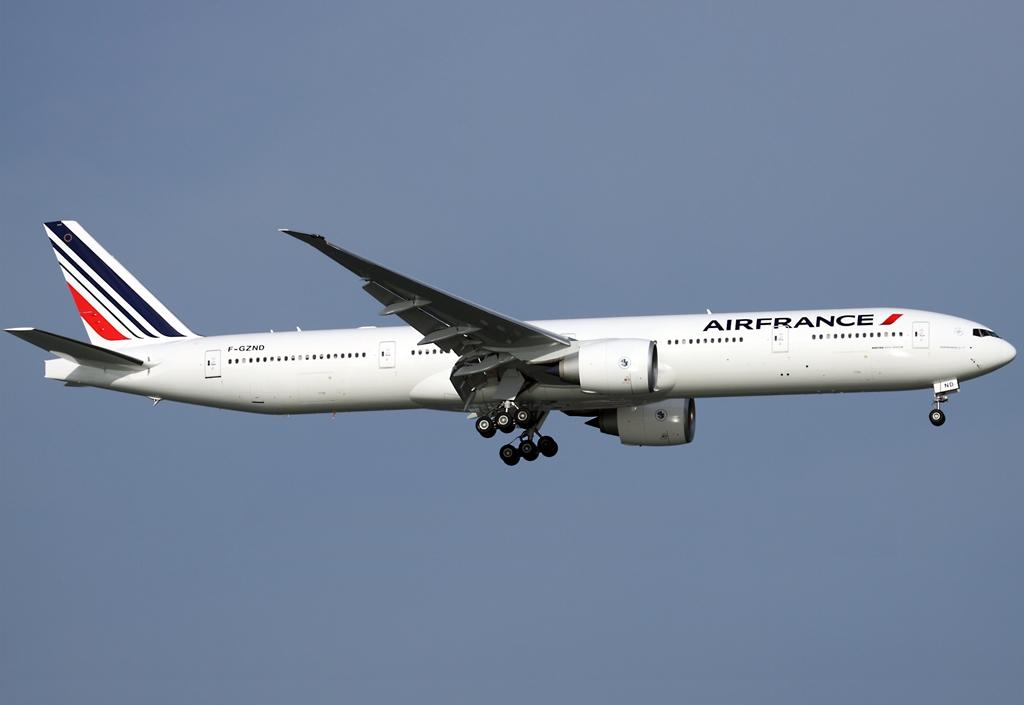 Boeing 777 de Air France estuvo a punto de chocar contra un volcán en África