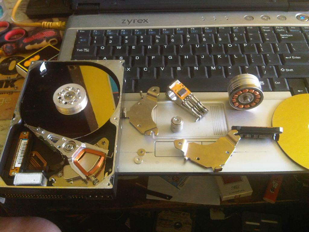 Karya seni dari limbah Hard Disk | Life is start from zero