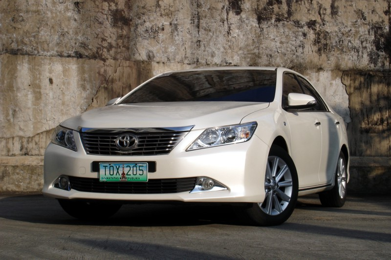 review 2012 toyota camry 2 5 v philippine car news car reviews prices carguide ph. Black Bedroom Furniture Sets. Home Design Ideas