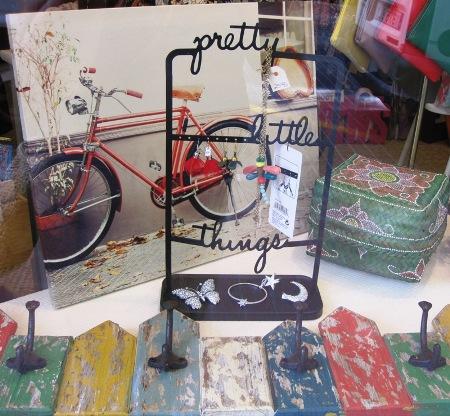 Perchero vintage valla madera colores y organizador bisuteria.