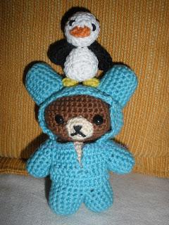 Osito y pingüino realizados a crochet para el CAL relámago 2