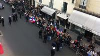 militants UMP en force devant l'Elysée