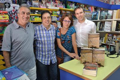 Firma de libros en Librería Serret