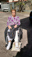 A senhora Maria Elisa Garcia, de 76 anos, foi a contemplada com a terceira cadeira da EJA Solidária