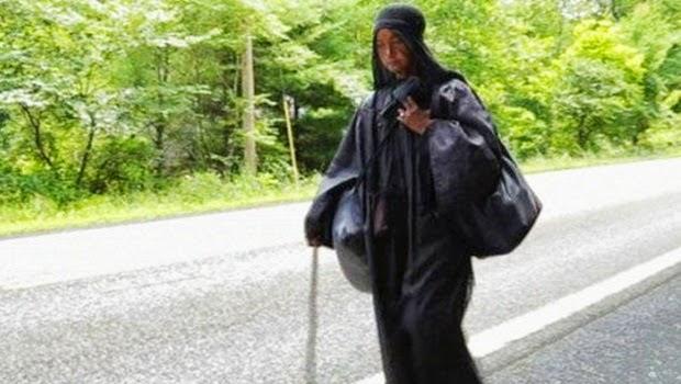 Wanita Misterius Serba Hitam Hebohkan Masyarakat Amerika