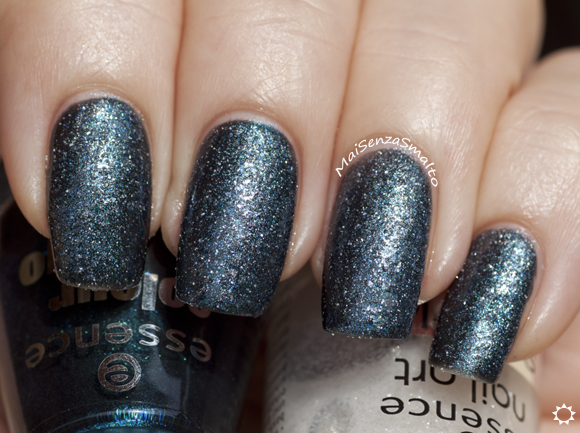 Essence Nail Art Sparkle Sand top coat - 24 I feel gritty! on Essence 147