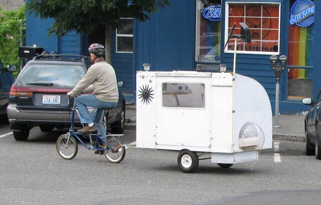 Bicicleta puxa reboque de acampamento