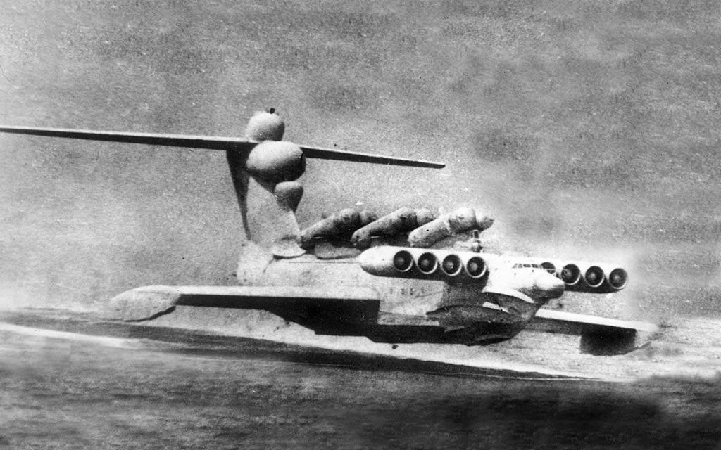 Les monstres de la mer Caspienne !!! Large-ekranoplan
