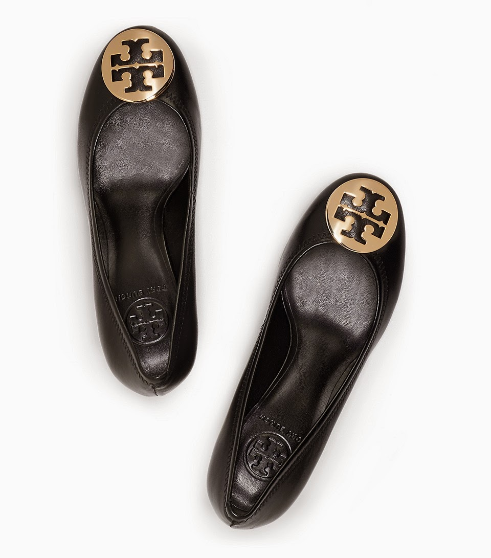 http://api.shopstyle.com/action/apiVisitRetailer?url=http%3A%2F%2Fwww.toryburch.com%2Fsally-wedge%2F50008644.html%3Fstart%3D1%26q%3Dsally%2520wedge%26dwvar_50008644_color%3D051&pid=uid1936-24454956-13