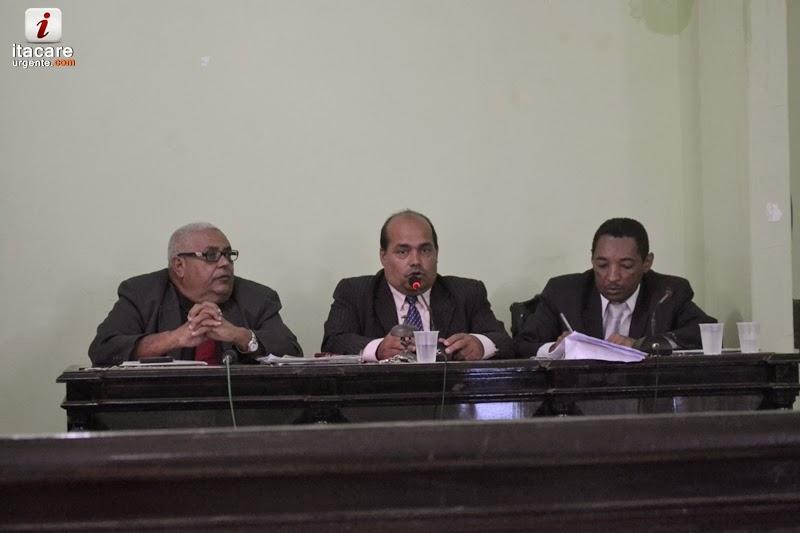 Câmara de vereadores de Itacaré aprova as contas 2001, 2002 e 2003 do prefeito Jarbas.