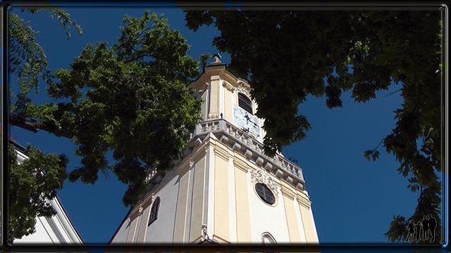 Hlavné Námestie surmontér de la tour du vieil Hôtel de ville de Bratislava