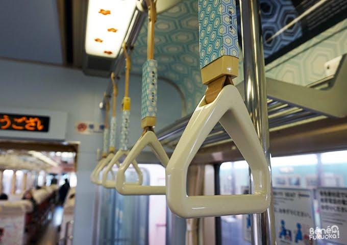 Intérieur du train Kobito, ligne Nishitetsu, Fukuoka