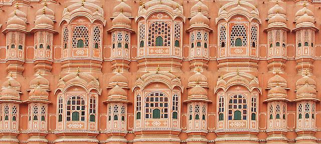 Détails de la façade du palais des Vents à Jaipur