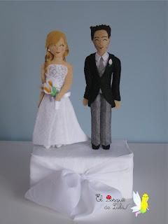 pareja-de-novios-fieltro-tarta-regalo-boda-personalizados