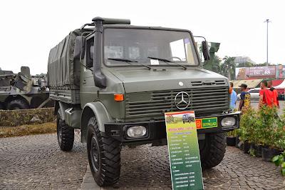 gambar Truck ercedes Unimog U - 1300 L 4x4