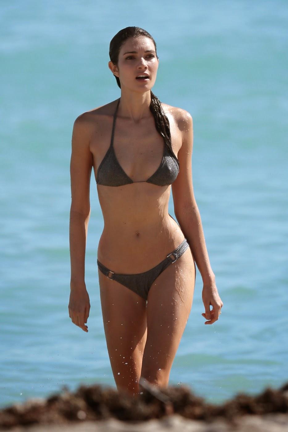 fashion model Teresa Moore bikini on the beach photo 6