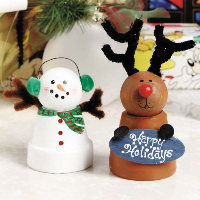 Mama scribble holiday crafts for little hands pin ideas for Small terracotta pots crafts