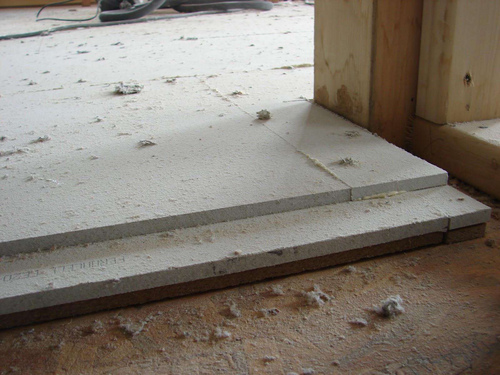 habitat bois entre les 2 phases d 39 isolation pose du fermacell sol. Black Bedroom Furniture Sets. Home Design Ideas