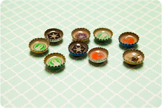 Bottle Caps Pushpins & Magnets - www.thelifeofawannabesupermom.blogspot.com