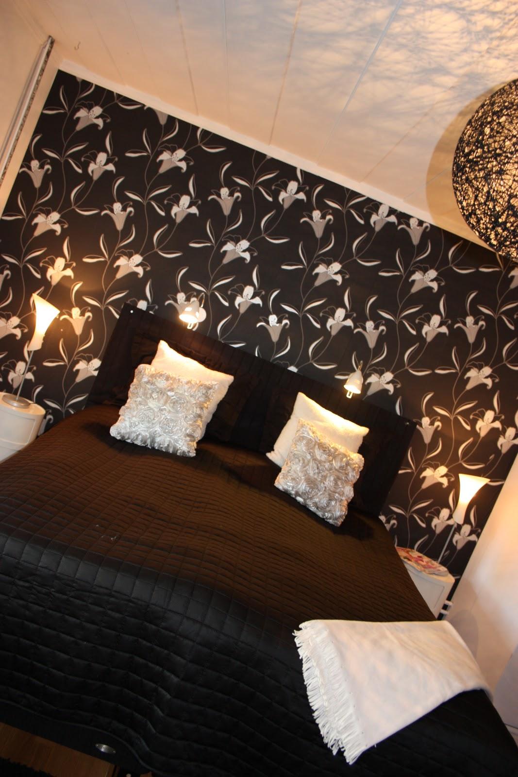 Tolis inredning: svart vitt sovrum