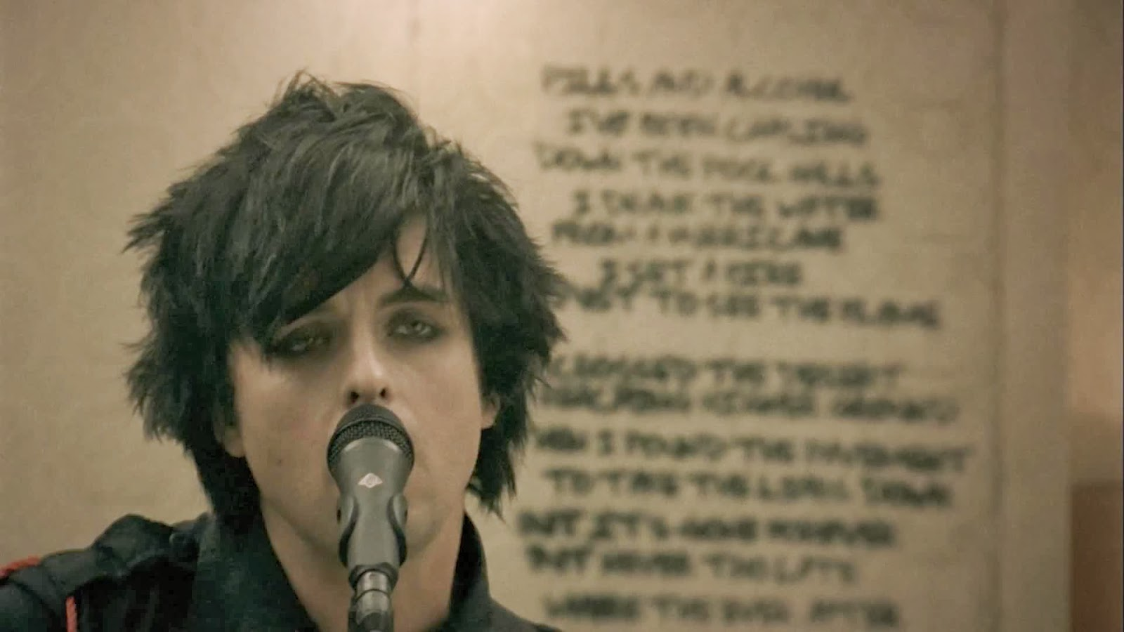 Green Day - 21 Guns [Official Music Video] | Wallpaper Screenshot Pics: 1080hdpicture.blogspot.com/2014/01/green-day-21-guns-official-music...