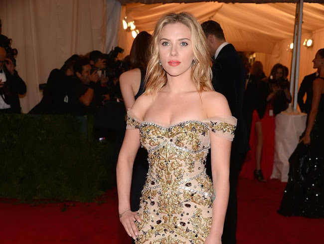 photo of scarlett Johansson at 2012 Costume Institute Gala Met Ball in NY