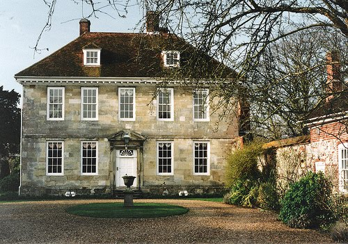 Country manor house completely unadorned content in a for Classic english house