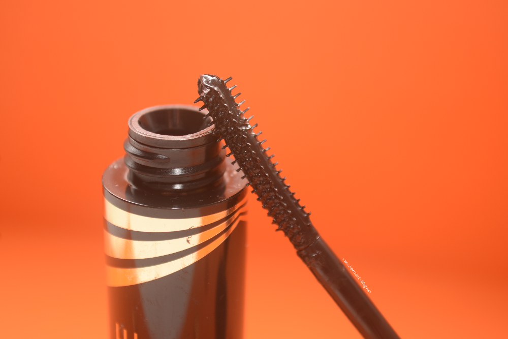 "Bürstchen der ""Masterpiece Transform High Impact Volumising"" - Mascara von Max Factor"