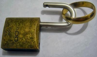 Confiar é poder deixar o cadeado aberto. Porém, em quem acreditar? (Foto: Jean Tosetto)