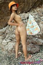 Tiny Thai Teen Tussinee Gets Nekkid On The Beach