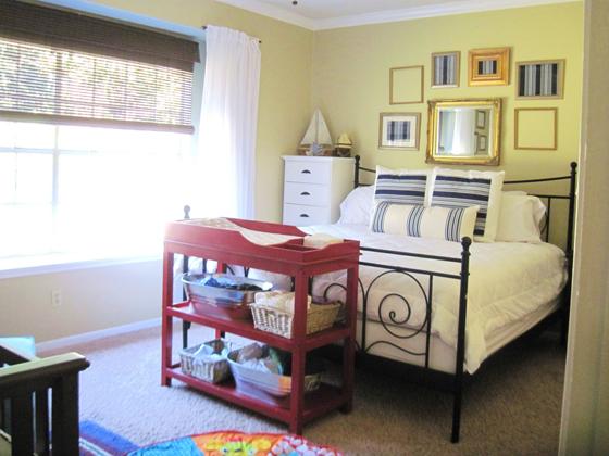 Bright Home Nursery In The Master Bedroom Bebi Kutak U Spavacoj Sobi