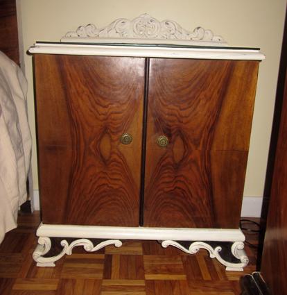 Reciclaje de muebles con pintura a la tiza. Mesilla