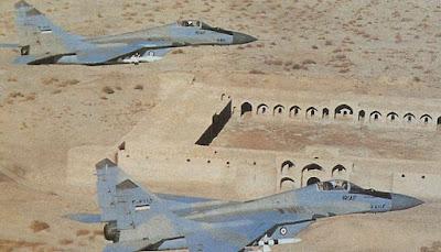 Mig-29 iranianos voando em formação.