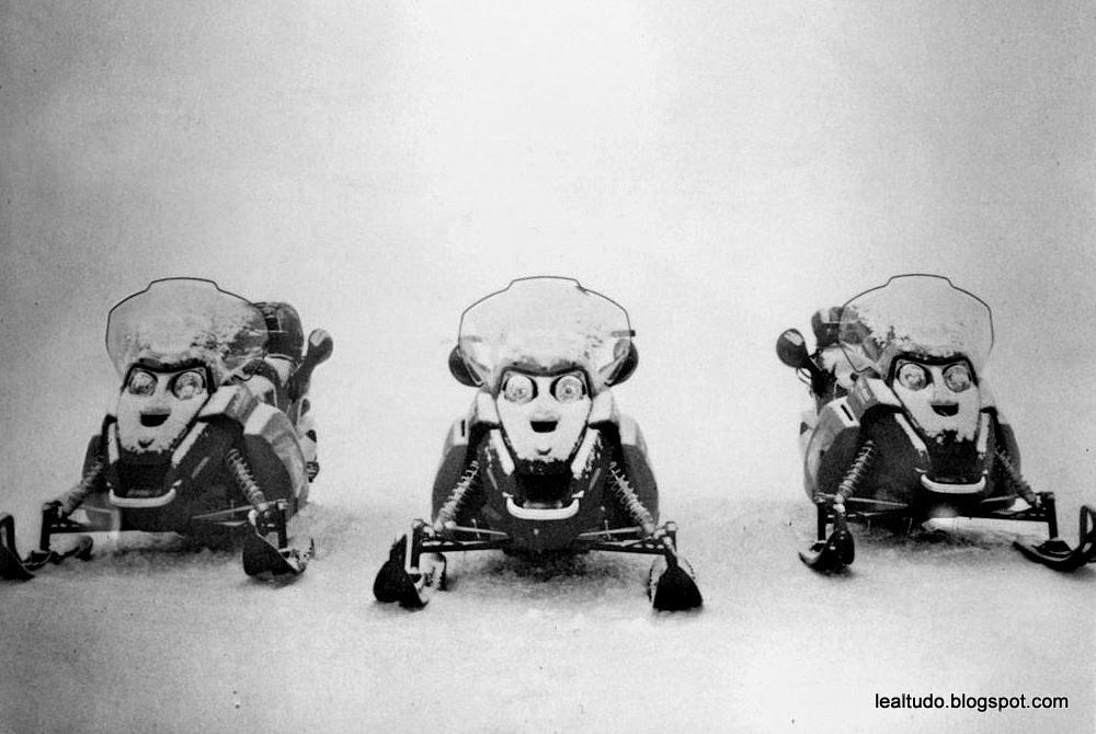 Snow Bikes - Alien Scared - Moto da Neve - ET Assustado - Pareidolia-001